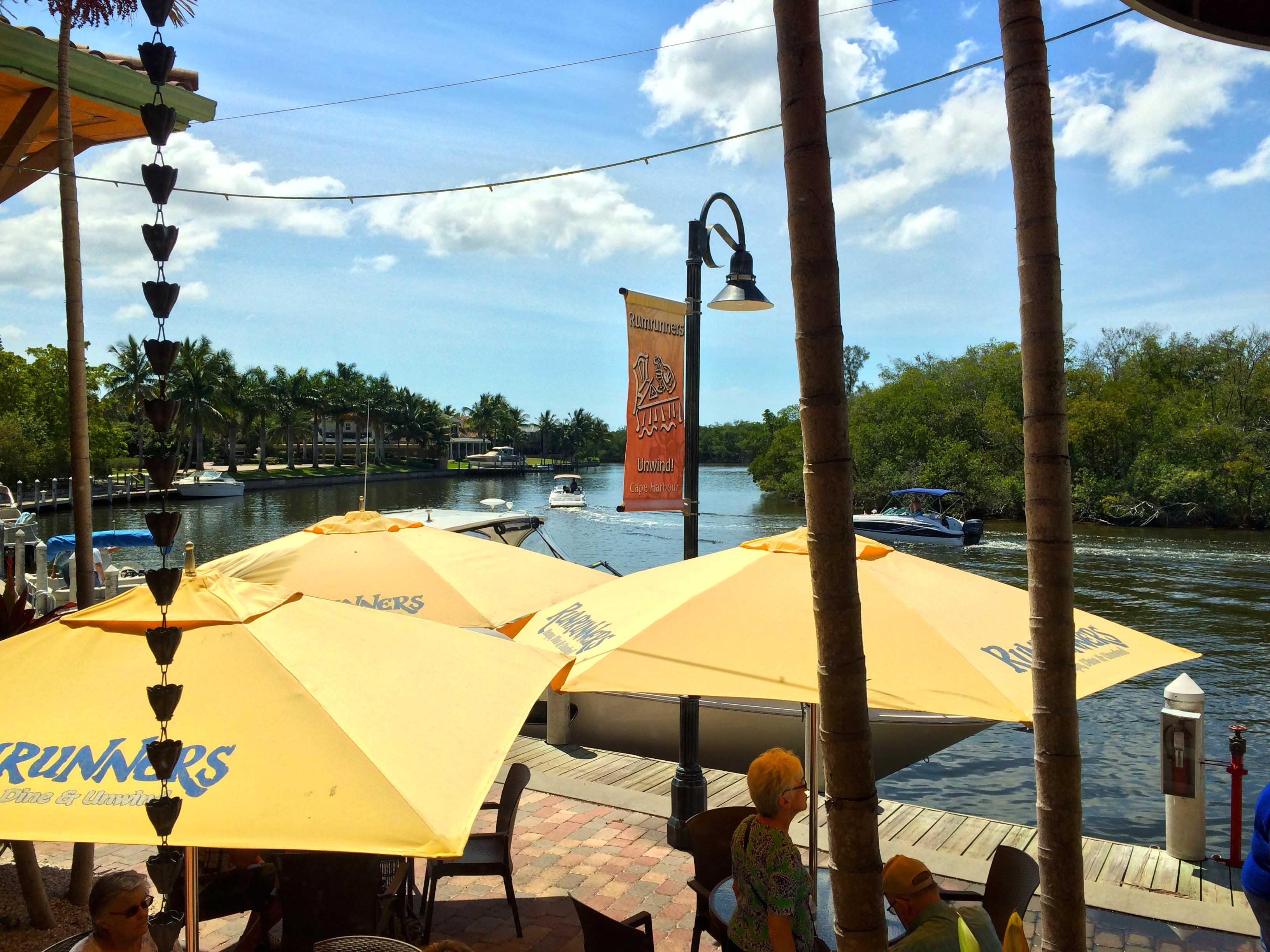 cape-coral-ammenities-cape-harbour-rum-runners-restaurant.jpg