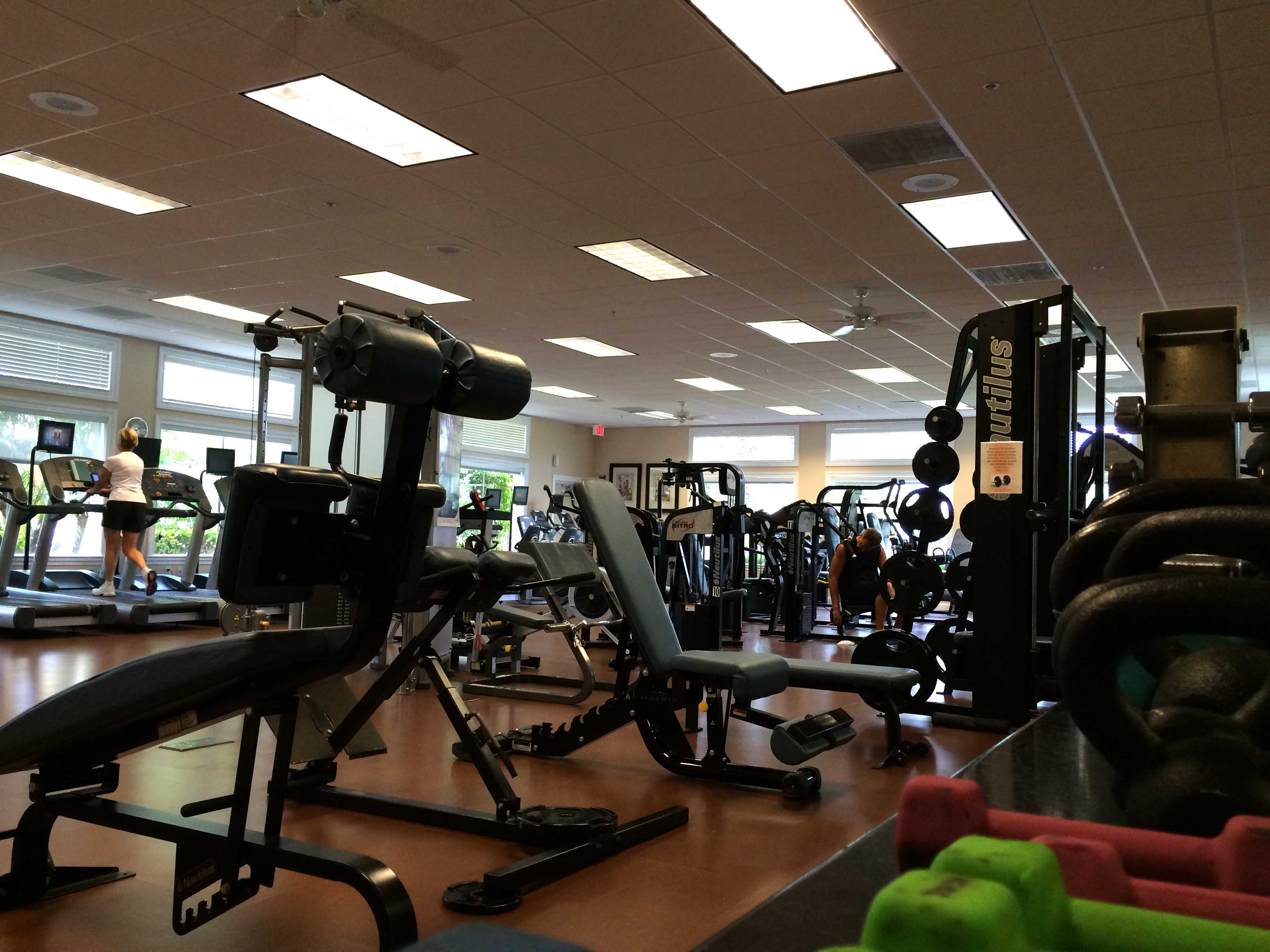 fort-myers-amenities-colonial-country-club-gym.jpg