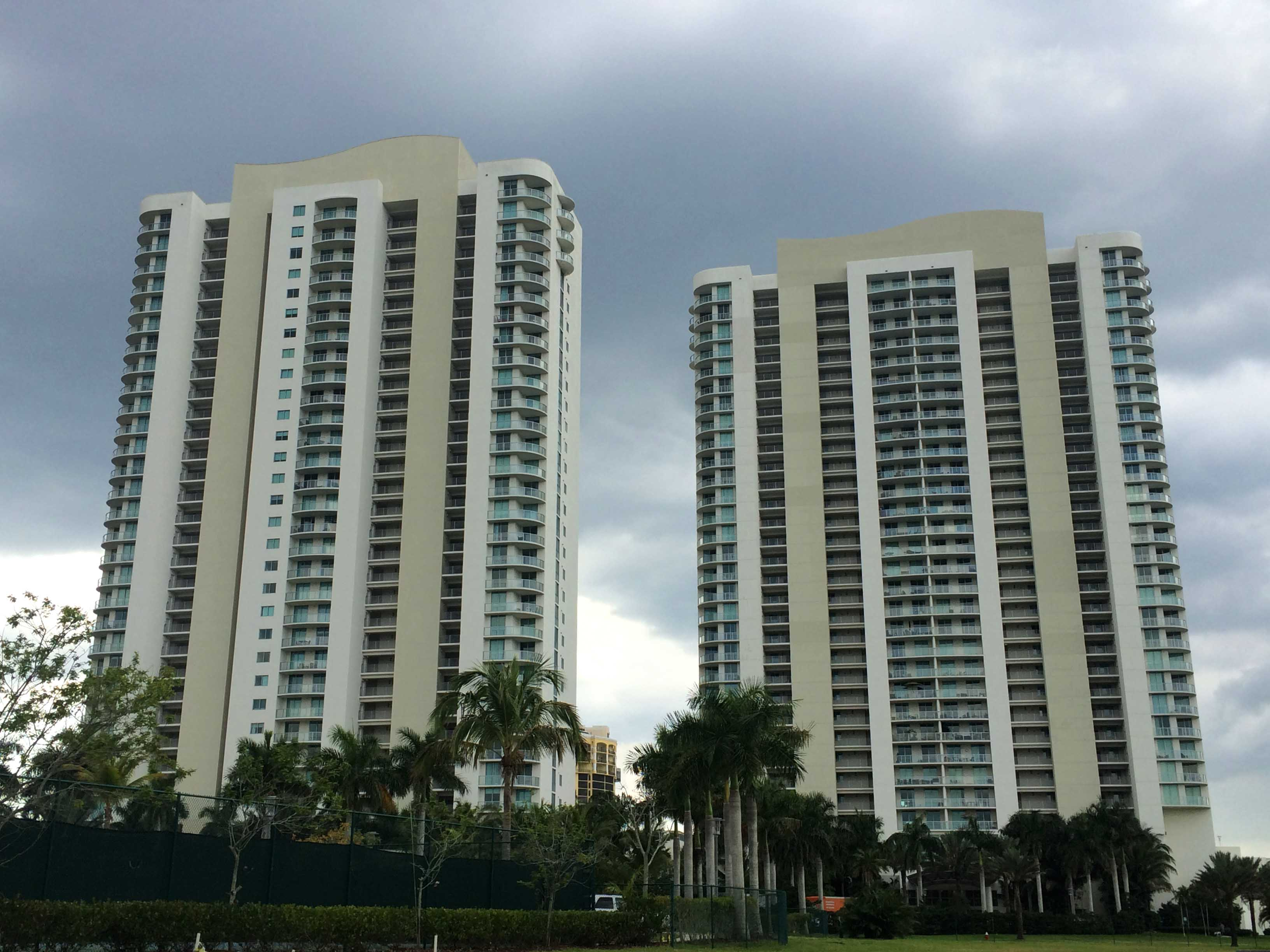 fort-myers-real-estate-oasis-condos.jpg